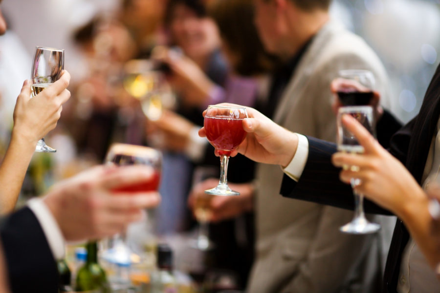 4 Reasons to Host Your Holiday Party at a Restaurant